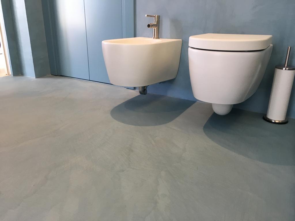 Resina Pareti Bagno Costi pareti e pavimenti di bagni in resina epossidica spatolato