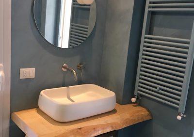 parete lavandino resina spatolato