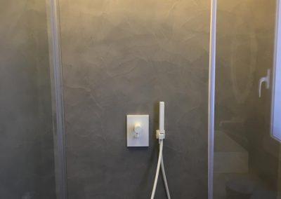 pareti doccia in resina spatolato