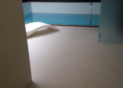pavimento piscina in resina