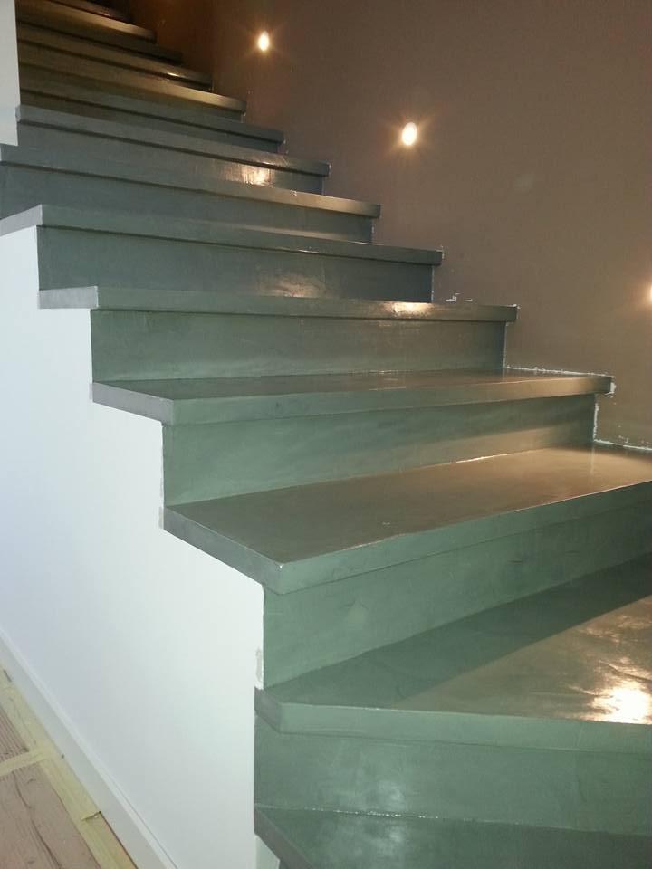 Pavimento bordo piscina scale e pareti decorative in resina il posatore - Resina per scale ...